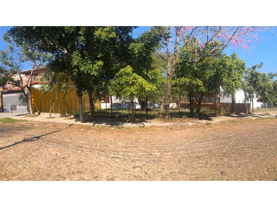 2 terrenos en barrio mburucuya