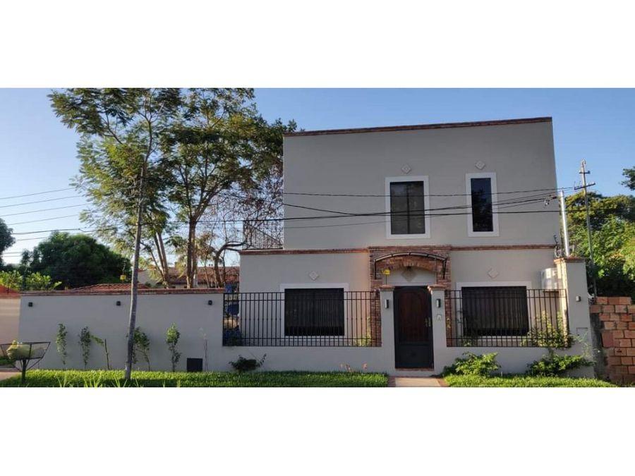 vendo hermosa casa en zona conmebol