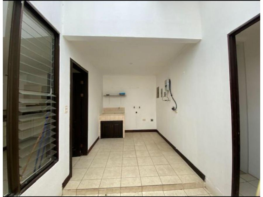 se vendealquila casa en condominio