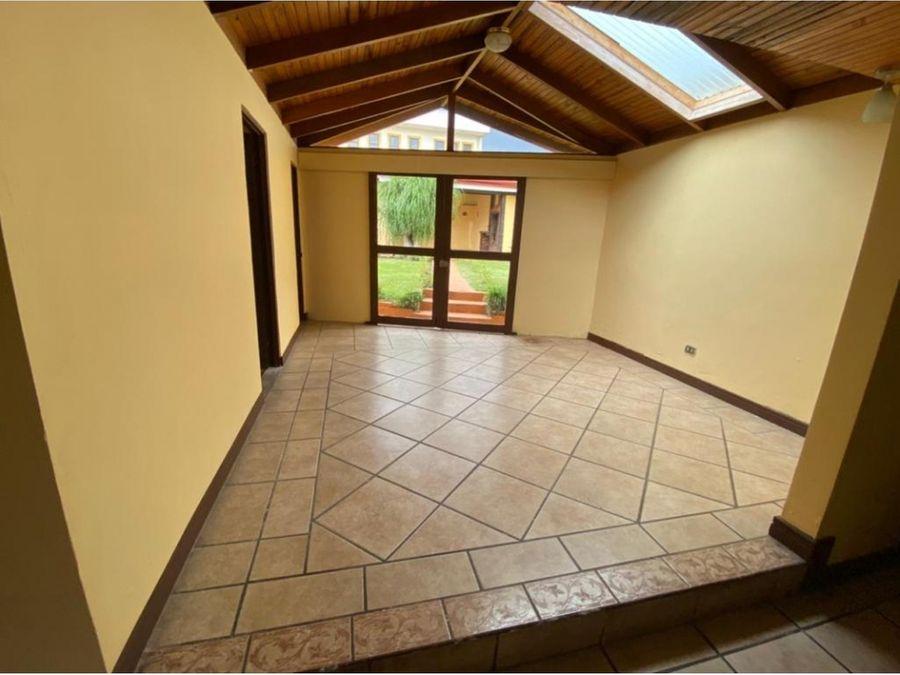 se vende casa amplia uso de suelo mixto