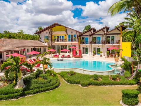 mansion grande y elegante con infinitas vistas al mar