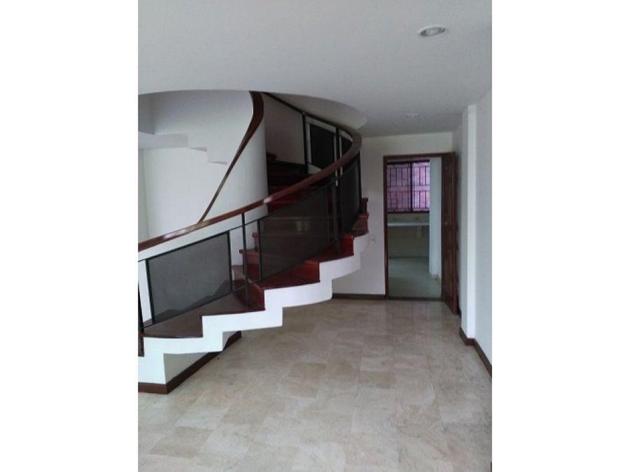 excelente apartamento duplex en santa monica