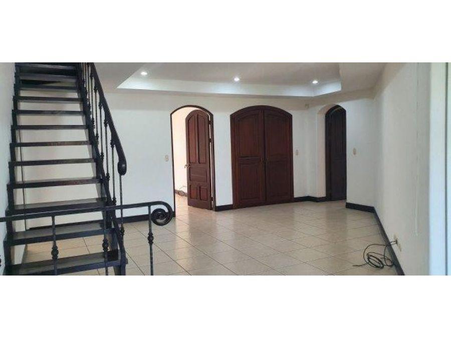 casa en venta en lindora santa ana en condominio