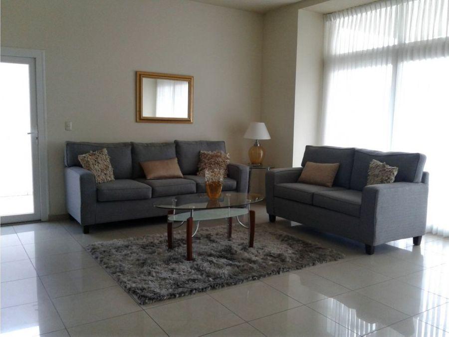 se alquila apartamento en residencial palma real
