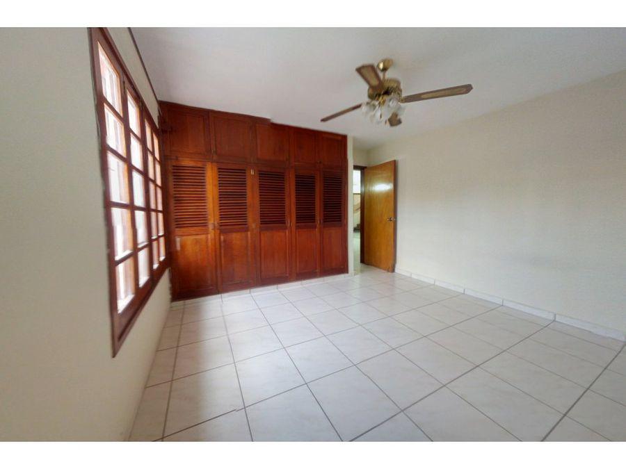 se alquila apartamento en la colonia alameda