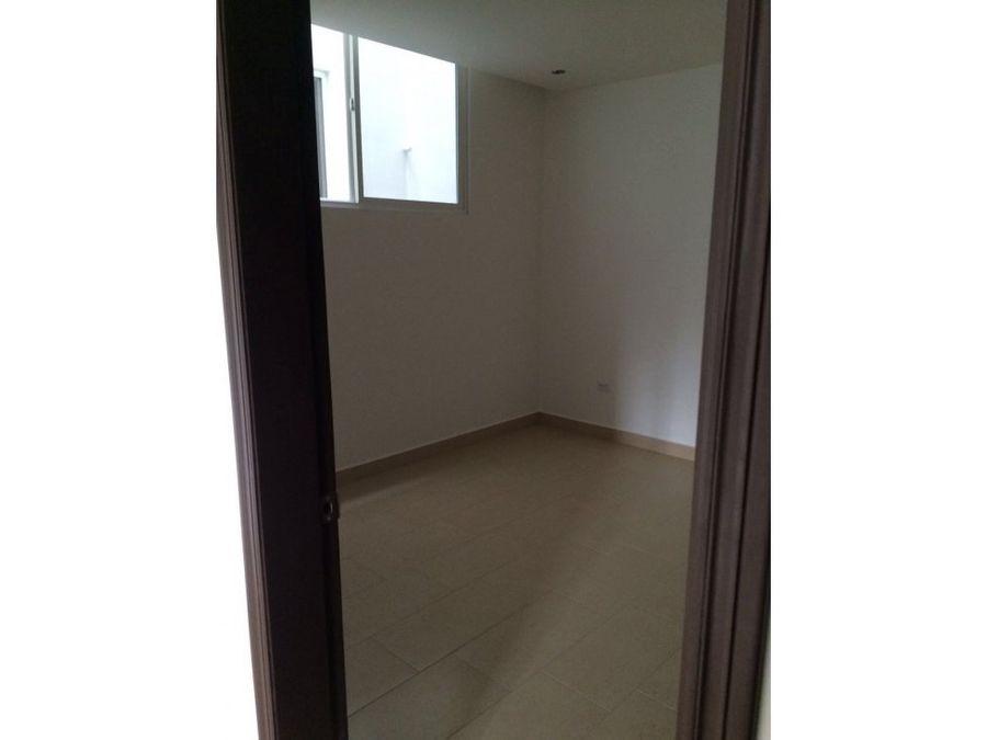 se alquilan apartamentos en colonia elvel