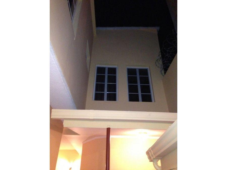 se vende casa en la residencial altos del trapiche