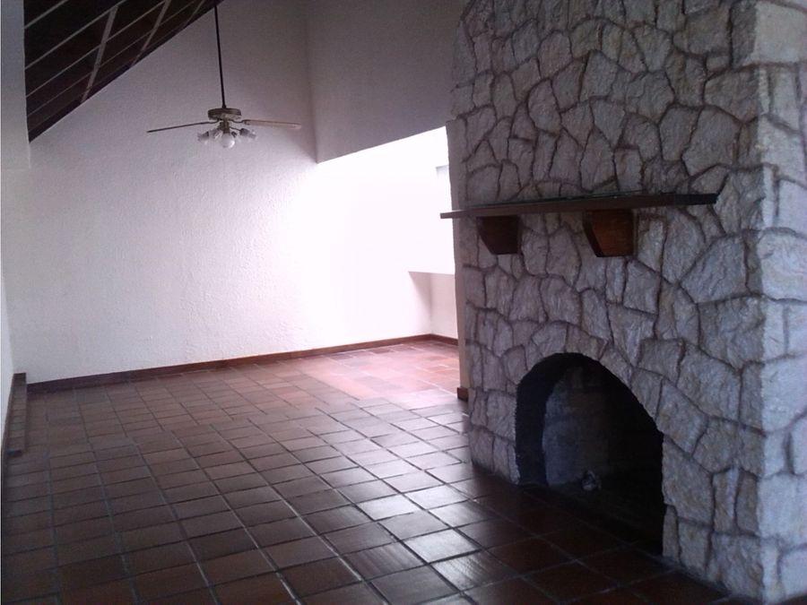 se vende casa en la residencial lomas del guijarro el triangulo