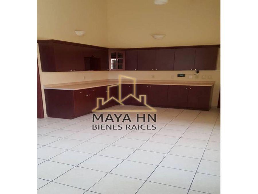 se alquila casa en res lomas del mayab