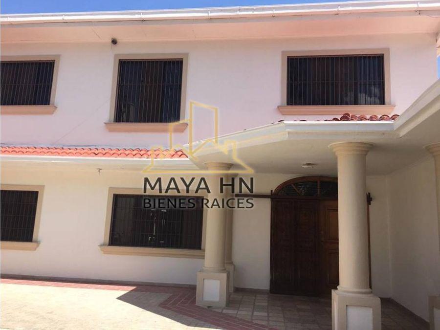 se alquila casa en res lomas de mayab