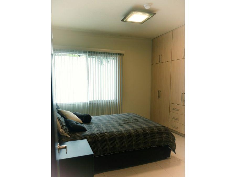 se alquila apartamento en condominios palma real