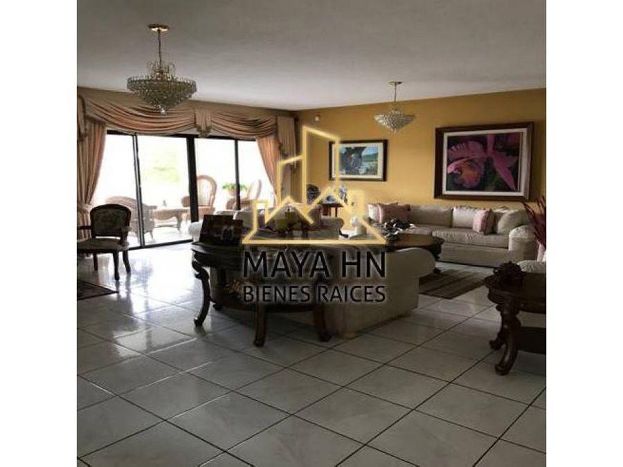 amplia residencia en col lomas del castano sur
