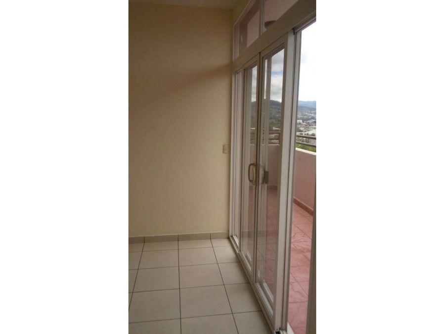 se alquila penthouse en residencial loma linda