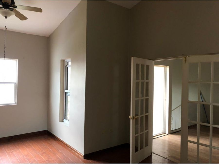 se alquila casa en residencial altos del trapiche