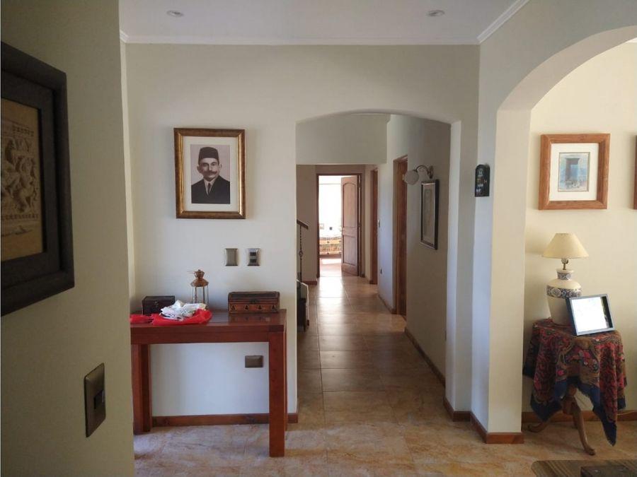 se vende hermosa casa solida con terreno de 1311m2 en olmue