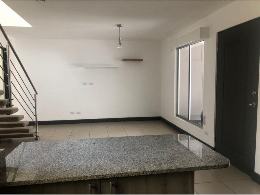 venta de casa en montes de oca en condominio