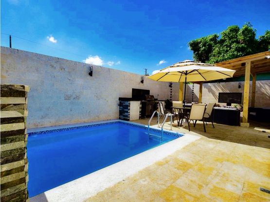 casa con piscina en residencial carmen maria