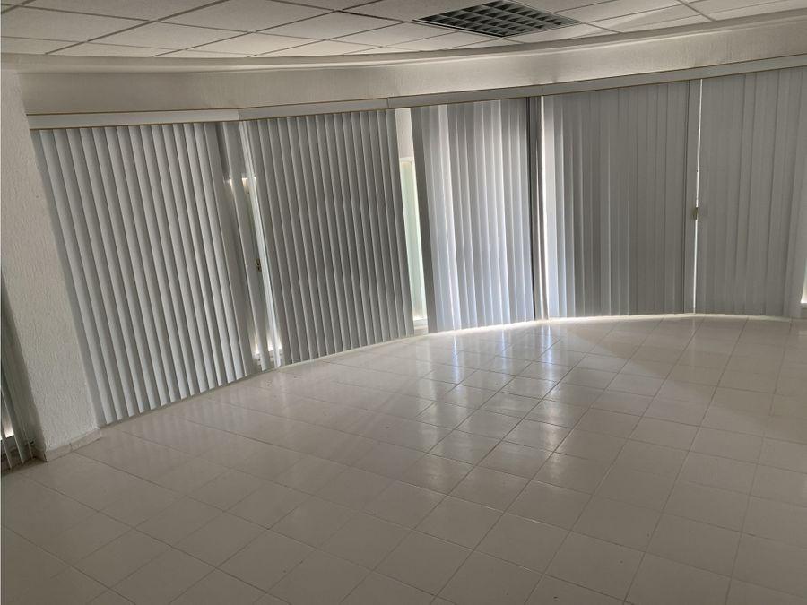 oficina en renta en cancun plaza las palmas 100 m2 22000 mxn