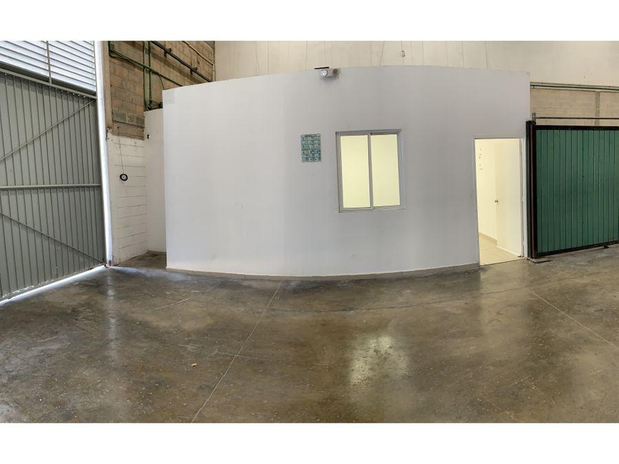 bodega en renta en cancun zona industrial 534 m2 37800 mxn