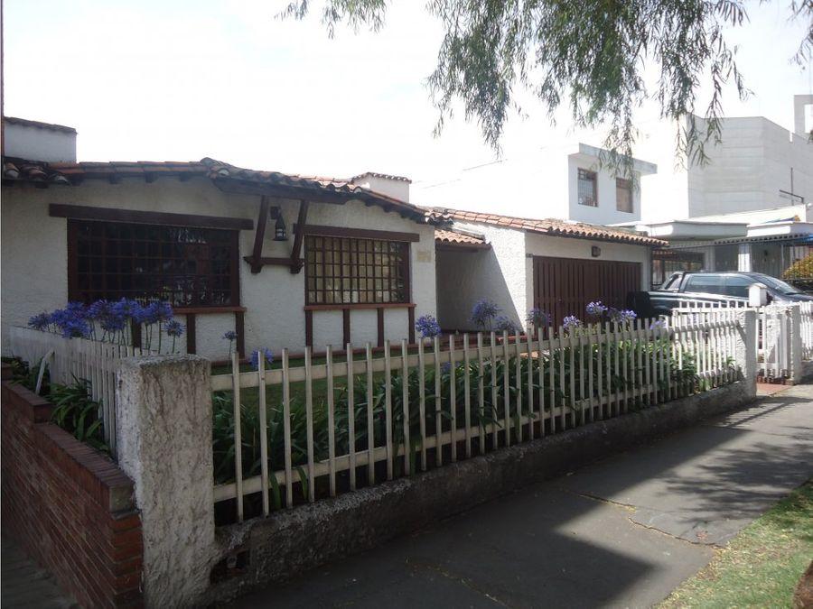 se vende casa en la calleja