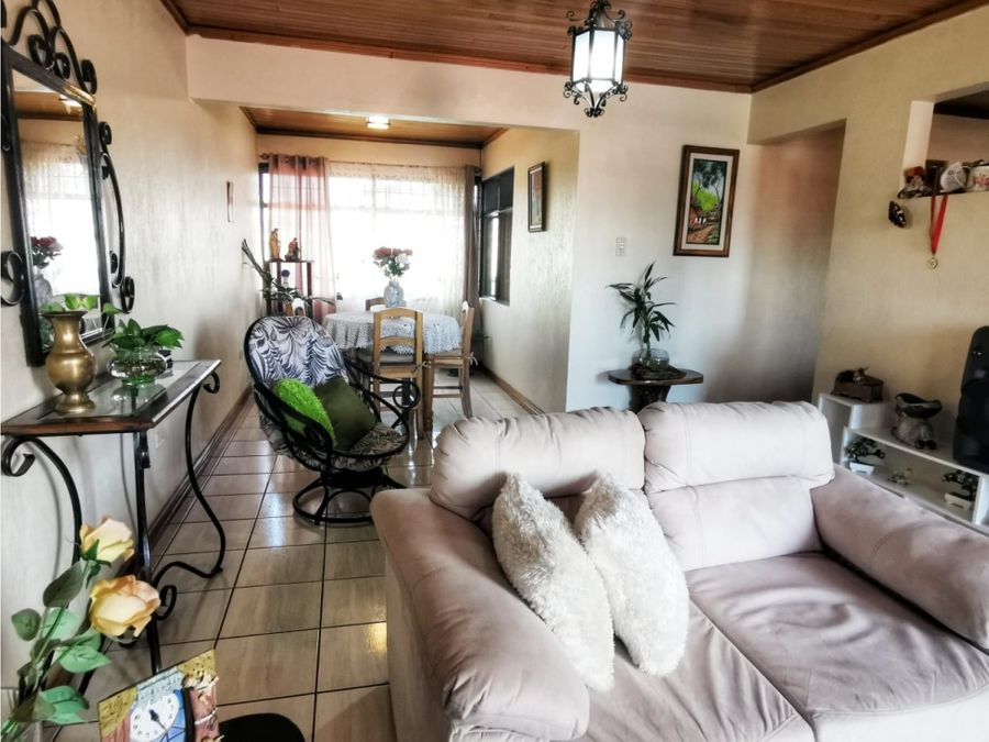 en venta propiedad con 2 apartamentos en el coyolalajuela