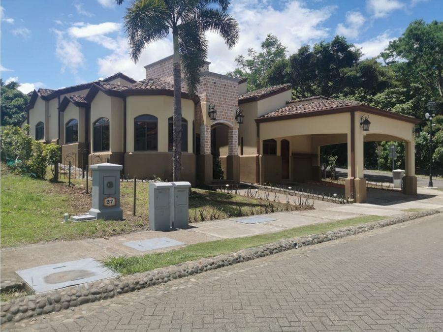 en venta casa en bosque escondido brasil de santa ana