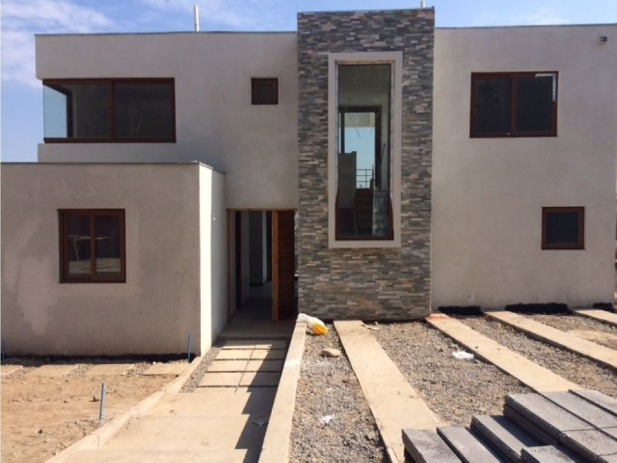 espectacular casa nueva cercano al templo bahai