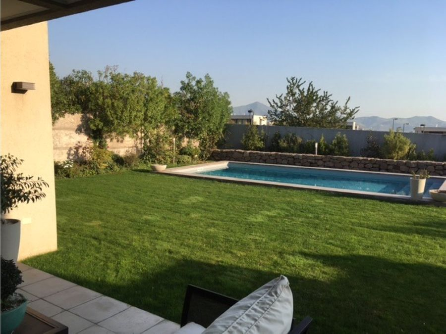 amplia casa condominio con vista al vallechicureo