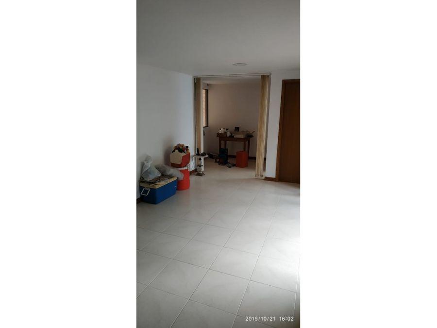vendo apartamento en la castellana con parqueadero doble lineal y util