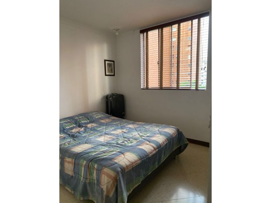vendo apartamento en laureles con parqueadero y util