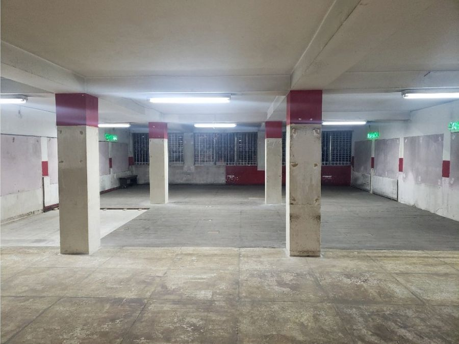 edificio de tres niveles en zona 6