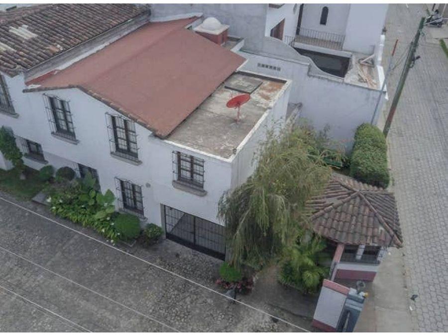 casa ciudad vieja dentro de condominio