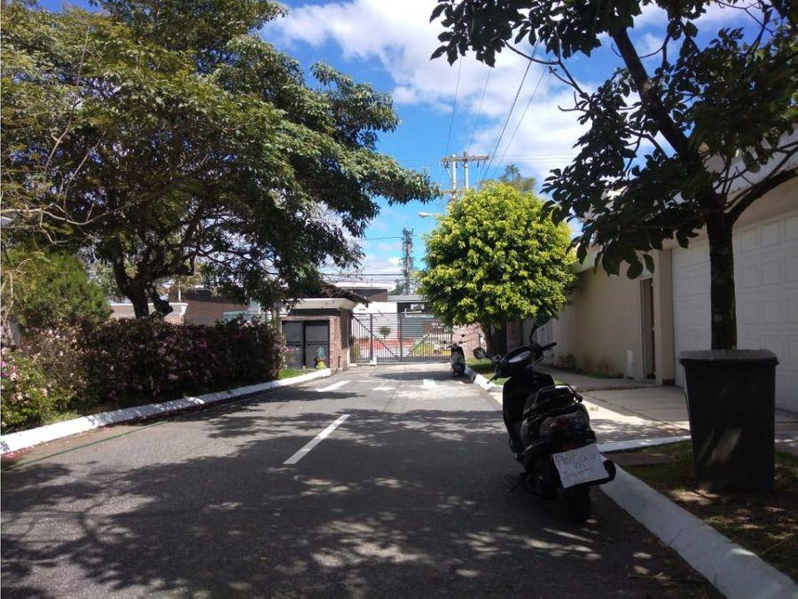 casa zona 16 jacarandas de cayala