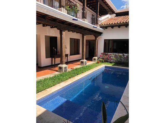 casa amueblada con piscina en antigua guatemala