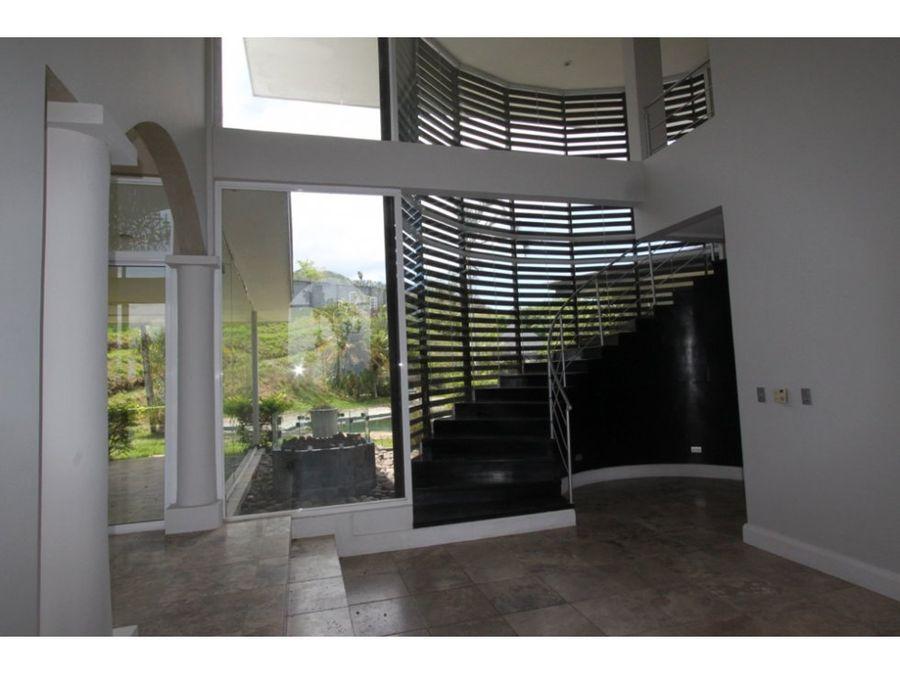 casa de lujo moderna en brasil de mora