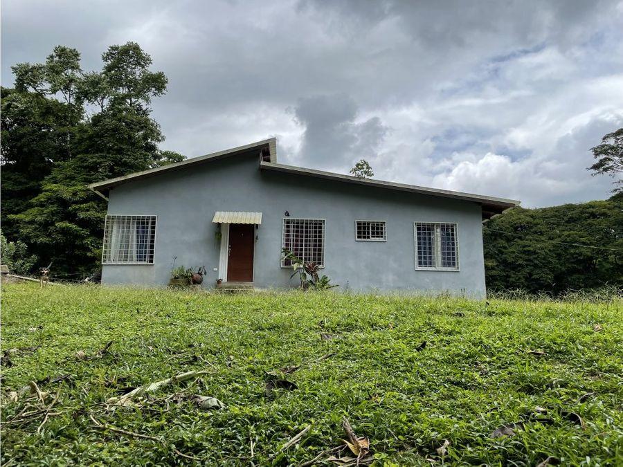 se vende casa con quinta en guapiles