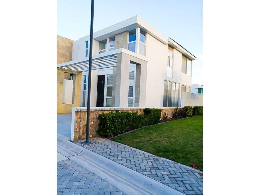 casa en venta al norte en residencial las plazas