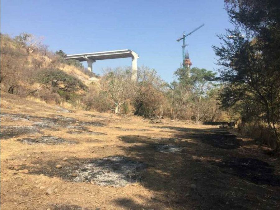 terreno escriturado a unos metros de la autopista