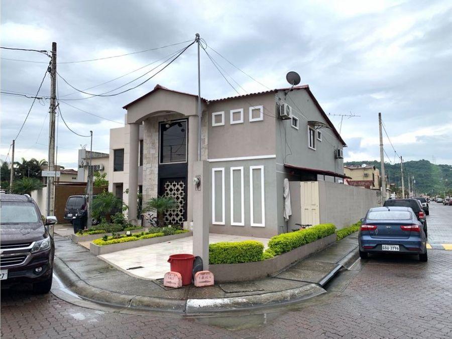 venta casa esquinera con piscina en villa club floral via la aurora