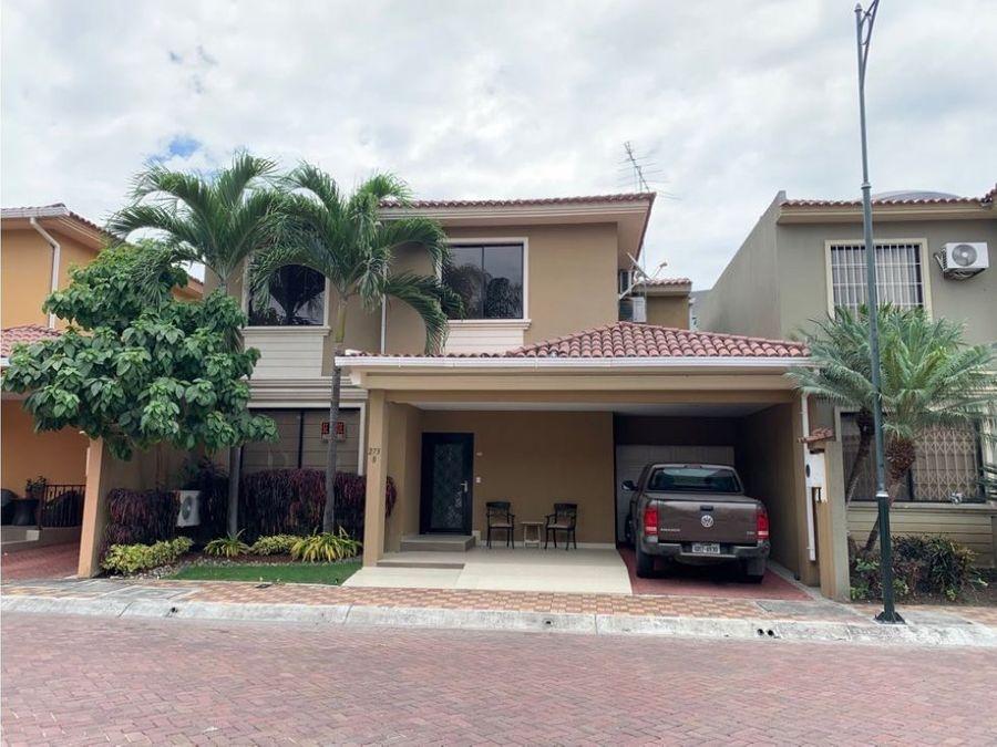 venta casa lujosa con piscina en ciudad colon norte de guayaquil