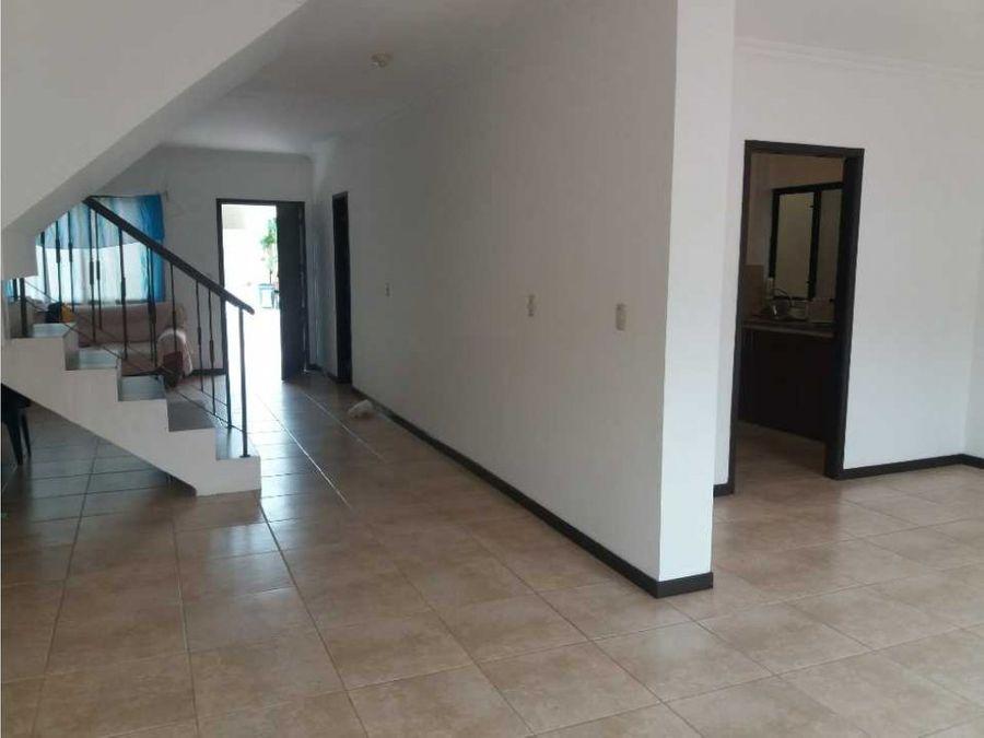 venta de casa en villa club etapa magna