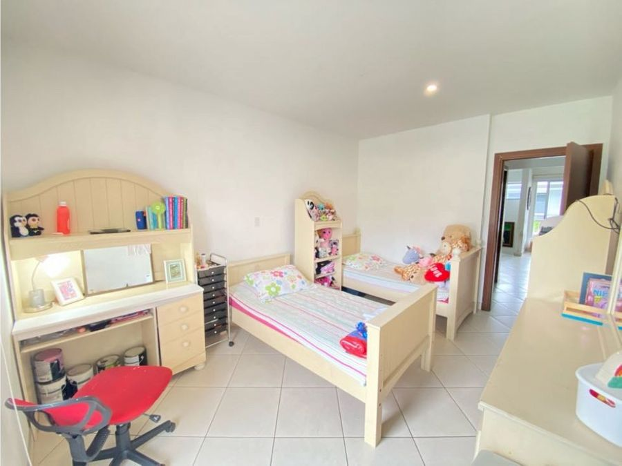 venta de linda casa en escazu condominio tirreno