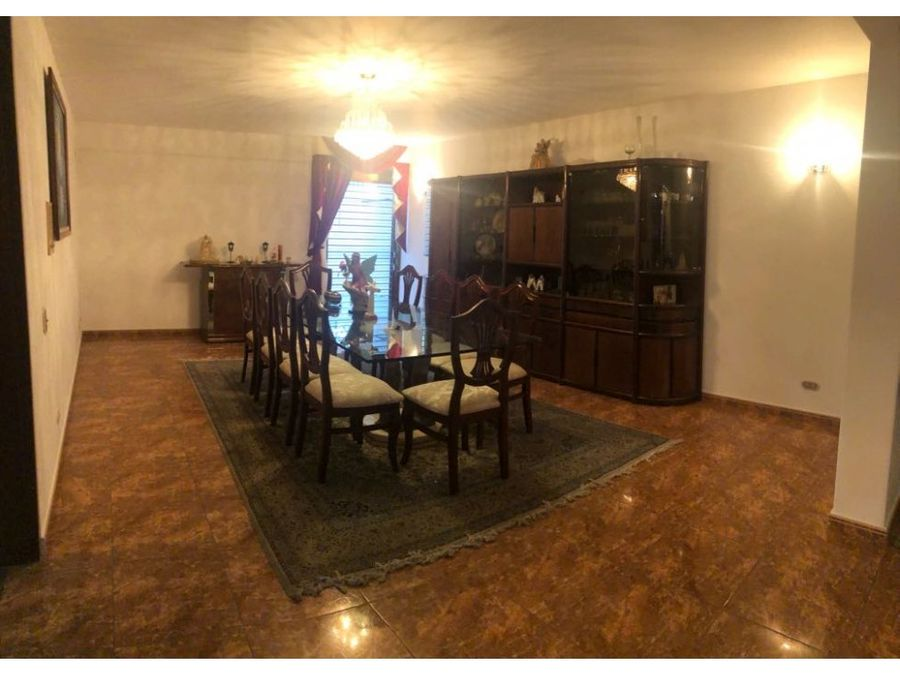 vendo casa 750mts2 10h8b8pe cumbres de curumo 1417