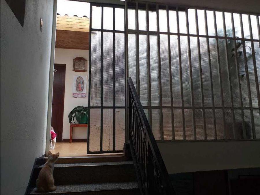 vendo casa 3 pisos barrio carvajal bogota