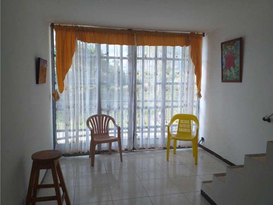 vendo casa nueva amplia y comoda zona tranquila