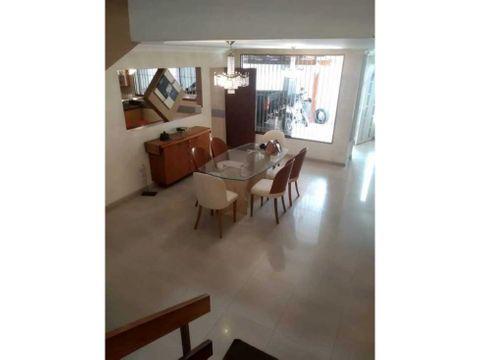 vendo casa 243 mts2 4hs4bs4pe alto prado