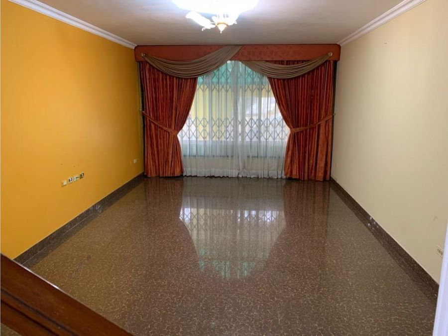 alquiler amplia casa en guayacanes norte de guayaquil