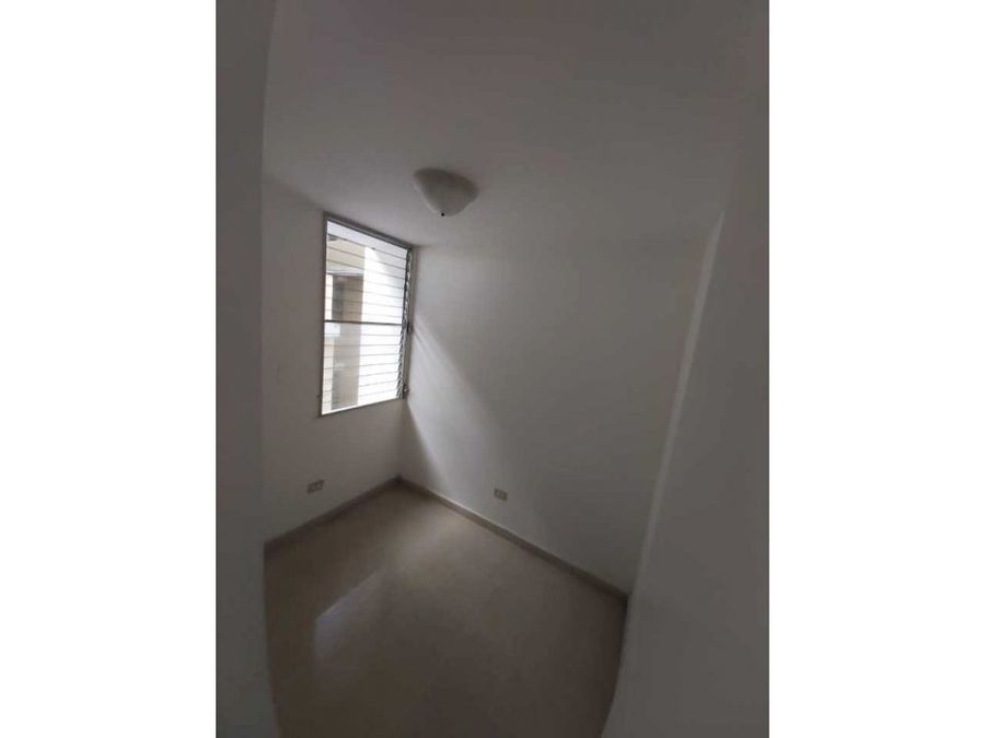 alquilo apartamento en la alameda vacio