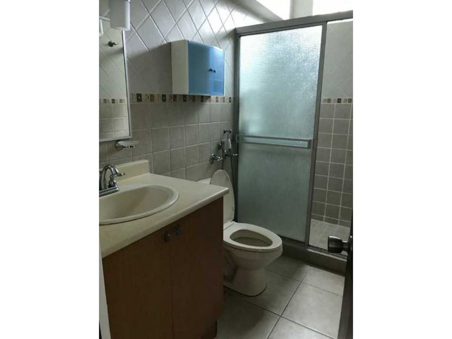 alquilo apartamento en ph green bay costa del este 900 ac