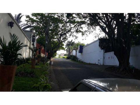 vendo casa en el sur de cali barrio ciudad jardin 1500 metro
